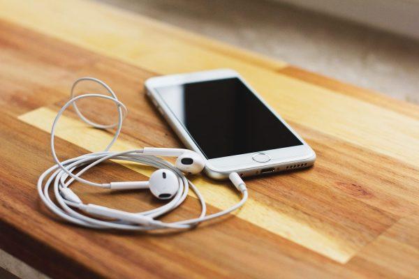 Best Ways to Clean iPhone Port
